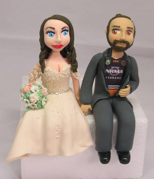 Sitting Bride & Groom Cake Topper