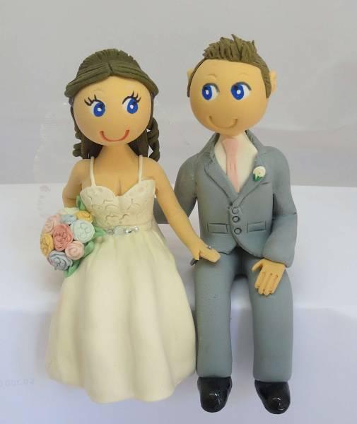 Sitting Bride & Groom Cake Topper