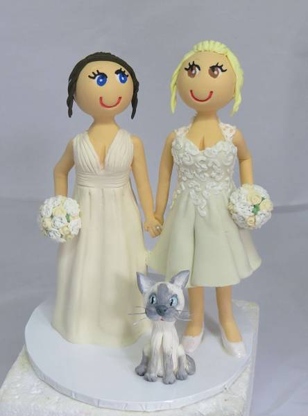 Same sex couple with cat cake topper