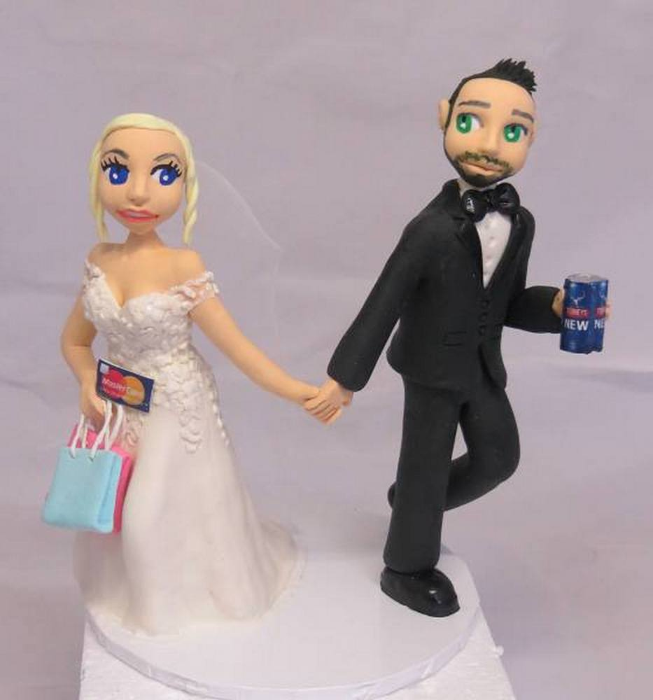 Shopper bride & groom with beer cake topper